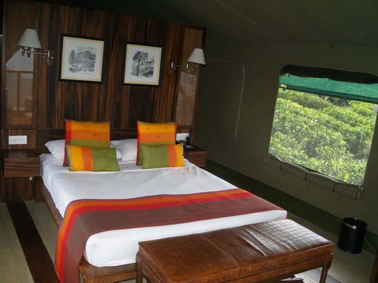 Madulkelle Tea and Eco Lodge: Very comfy bed.