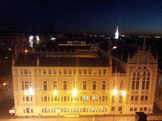 Apartamentos Ramon de la Cruz 41: The massive school opposite. Is lively until around 8pm each night