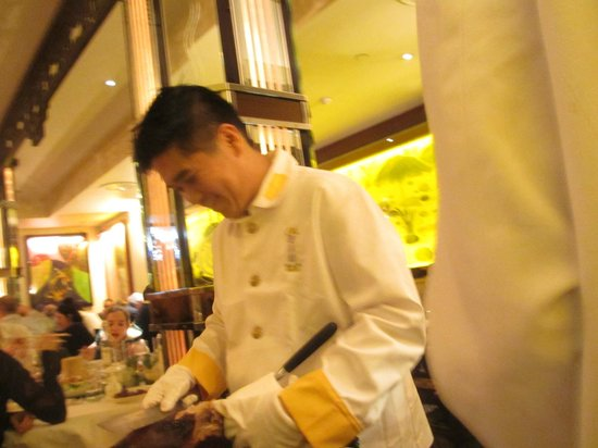 China Tang at The Dorchester: Preparing the duck