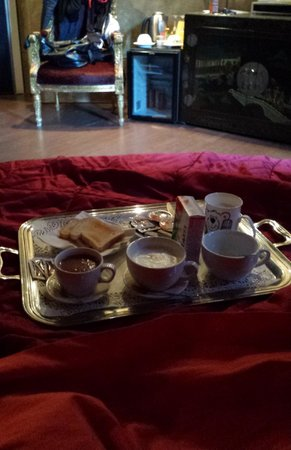 MDM Luxury Rooms Guesthouse: colazione in camera