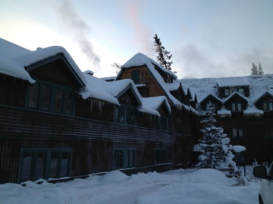 Deer Lodge: exterior of the hotel