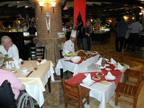 Royal Wings Hotel: Turkse avond