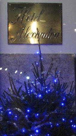 Hotel Alexandra: вход в отель