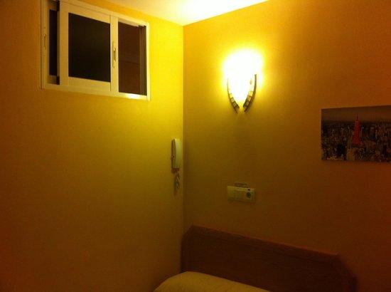 Hostal Regio: un placard comme chambre
