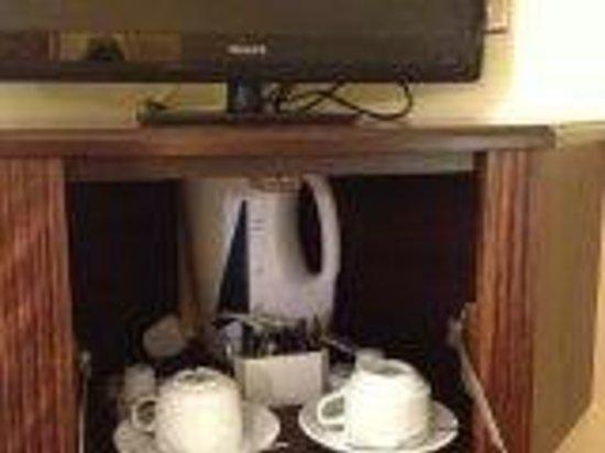 Ripley Court Hotel : Все для чая и кофе