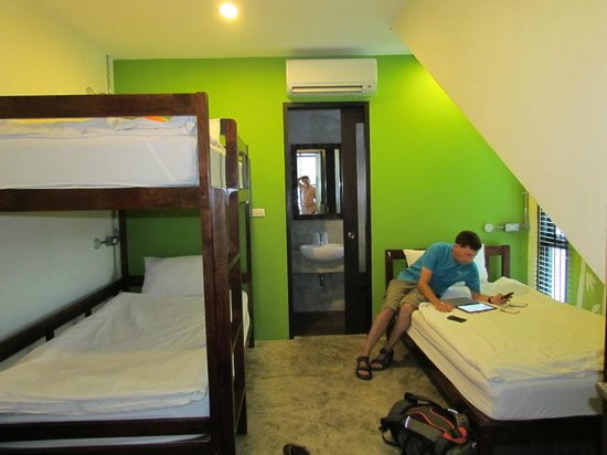 Udee Bangkok Hostel: 3 bedroom with private ensuite