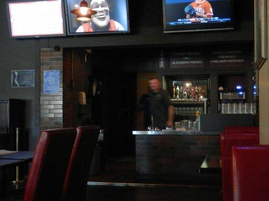 Budget Inn Patricia Hotel : Bar/restaurant