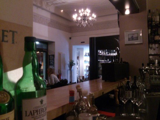 Interlaken - WineArt  - sitting at the bar