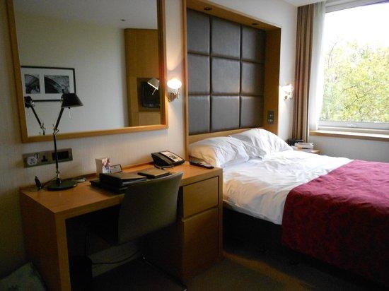 Royal Garden Hotel: Bedroom area