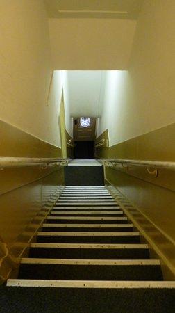 Hotel Titus: Escada interna