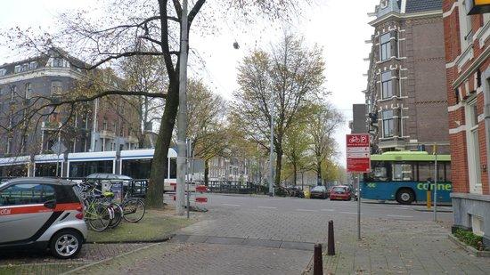 Hotel Titus: Rua do hotel