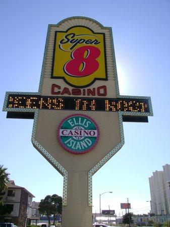 Ellis Island Hotel Las Vegas: Hotel Glow sign