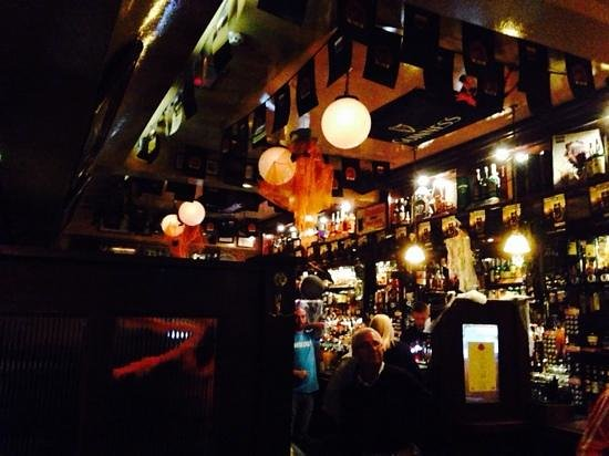 Temple Bar: late night.  closing the place down.