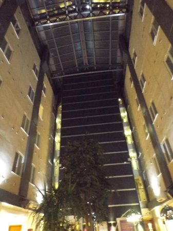 Premier Inn London Kings Cross Hotel : immagine della hall dalla camera