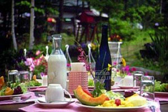 Petit Pention Jonathan: テラスで朝食を!
