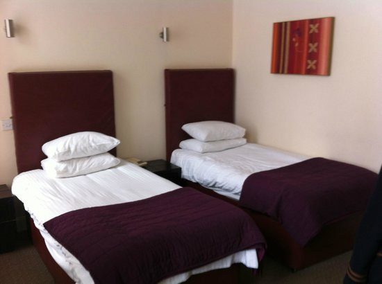 The Sandyford Hotel: Two single beds