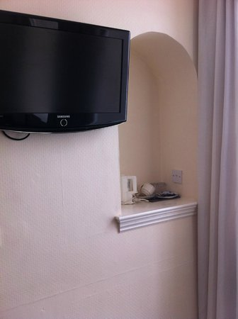 The Sandyford Hotel: TV and tea making facilities