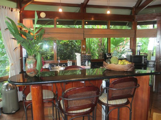 Tulemar Bungalows & Villas: Mot Mot kitchen