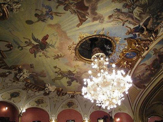 Staatstheater und Oper: Оперный театр