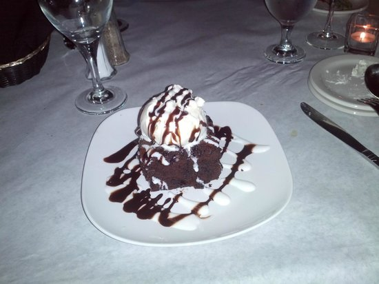 Niagara Crossing Hotel & Spa: The picture does not do this justice - so decadent!