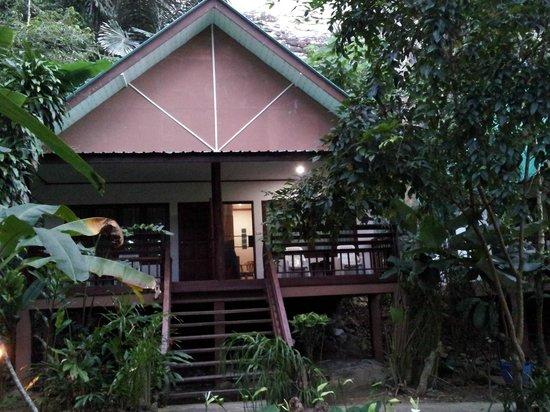Aonang Cliff View Resort: The semi detach room(aircond)