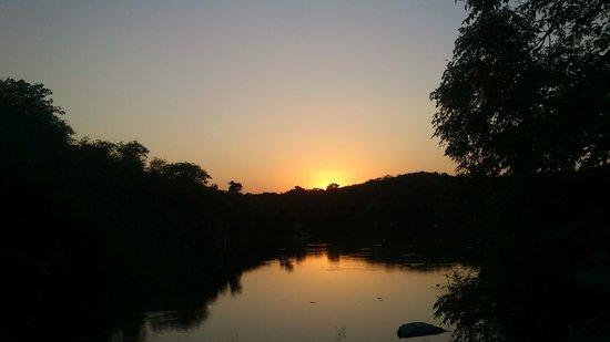 Rawla Bathera Hotel : Sunset at Lake side