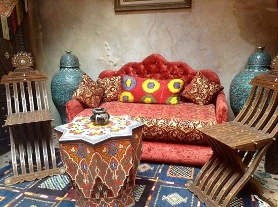 Riad Bahia: dettaglio del piccolo cortile interno