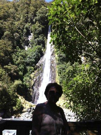 Ohau Waterfall Walk and Seal Pups: Margot na Cachoeira Ohau