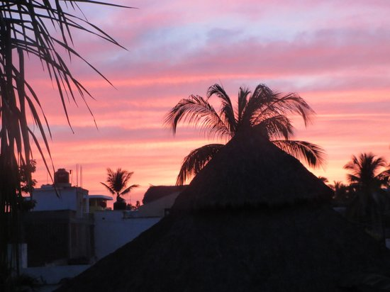 La Paloma Oceanfront Retreat: Sunrises are great!
