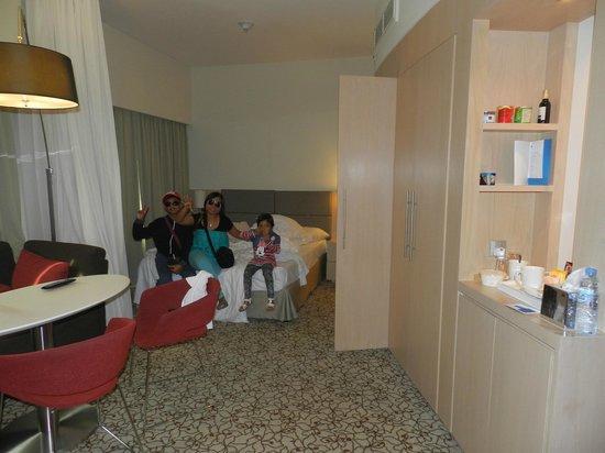 Novotel Suites Dubai Mall of the Emirates: Room