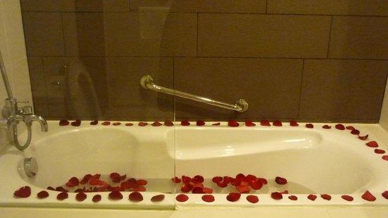 PARKROYAL Serviced Suites Kuala Lumpur: clean bathroom