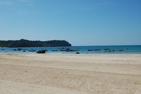 Diamond Ngapali Hotel: The beach