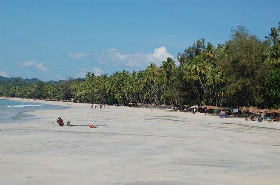 Diamond Ngapali Hotel: Great beach