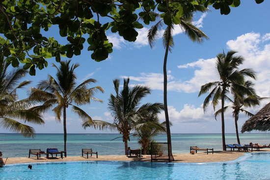 Karafuu Beach Resort and Spa: Piscina