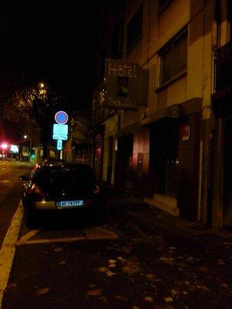 Hotel Beaulieu: Aucune enseigne lumineuse pour repérer l'hôtel dès 0 heure
