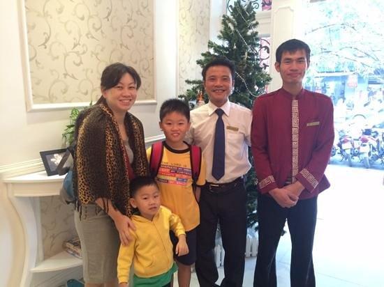 Calypso Grand Hotel: Photo with Tinc and staff.