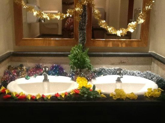 The Makadi Palace Hotel: Poolside WC flower art