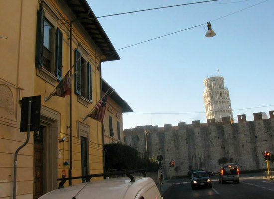 Hostel Pisa Tower - street view