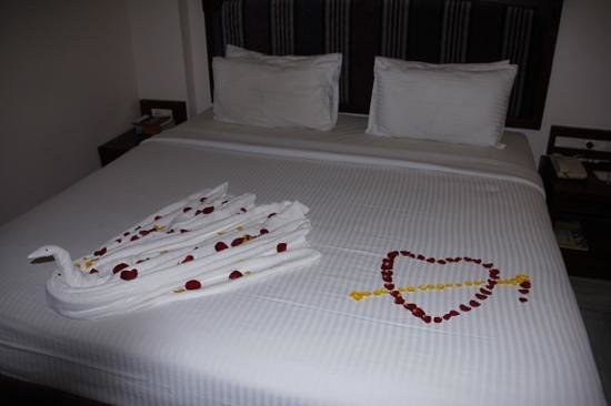 Hotel  Germanus : Lovely bed decoration