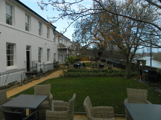 Edgar House: outside dining and seating area