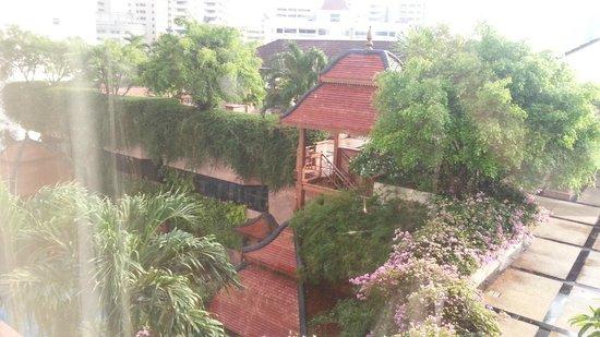 Landmark Bangkok: outside view