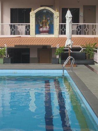Hotel Mamalla Heritage : Clean pool