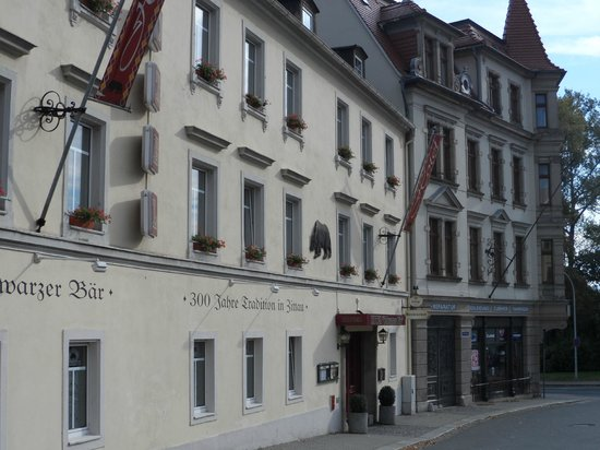 Hotel Schwarzer Bar: The front of the hotel