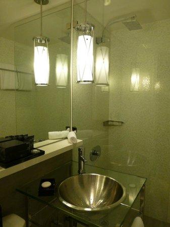 Kimpton Surfcomber Hotel: salle de bain