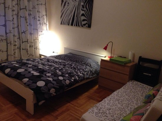Trendy Budapest B&B Hostel: Zebra Room with double bed and a sofa to relax :)