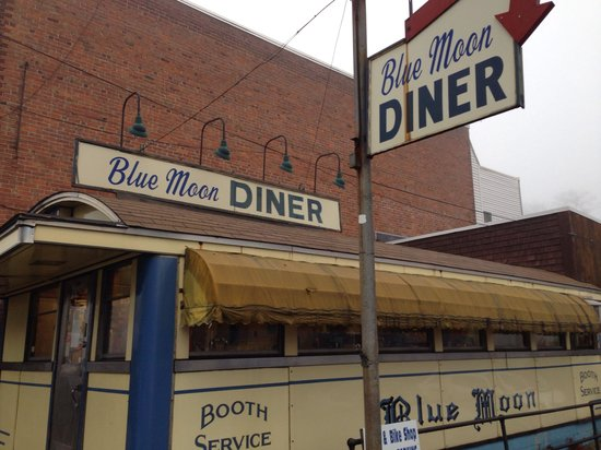 Blue Moon Diner: Great place to stop in Gardner, Mass.
