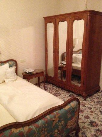 Hotel Eisenhut: Улучшенный номер