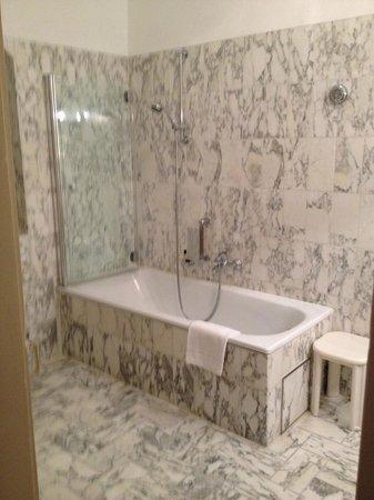 Hotel Eisenhut : Ванная комната
