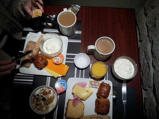 Hotel Exposition Tour Eiffel: Breakfast Selection