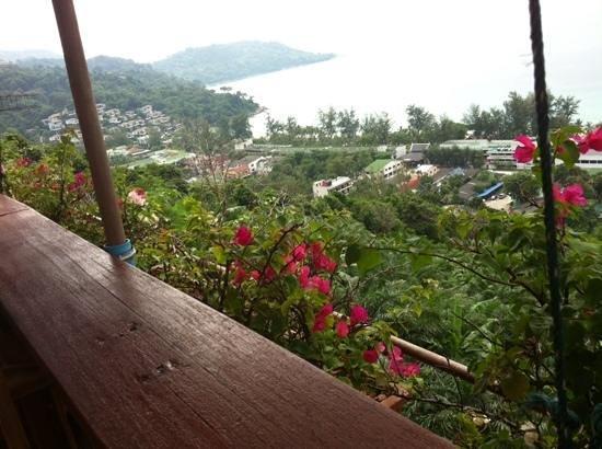Baan Chom View: allez-y!  terrasse magnifique surplombant la baie de kathatani, cuisine thai delicieuse, aux vra